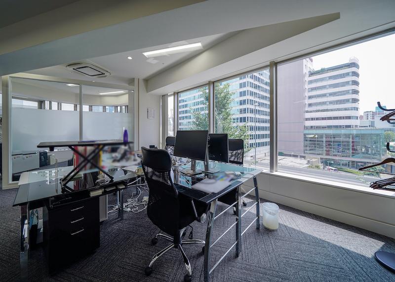 【居抜き】六本木、約30坪。好立地の明るいオフィス。