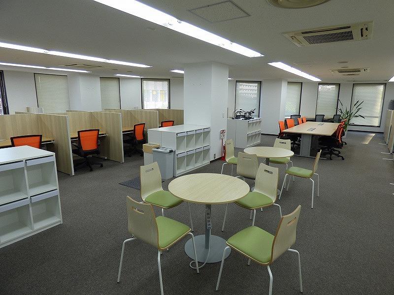 【セットアップ】天神橋六丁目、約60坪。オフィスや自習室などに最適!