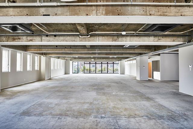 【デザイナーズ】港区六本木 1フロア108坪 天井スケルトン、屋上テラス付きオフィス!