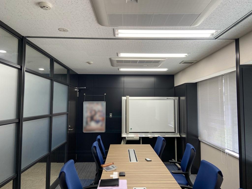 【居抜き】日本橋エリア!ブルー&ブラックが基調としたスタイリッシュオフィス!