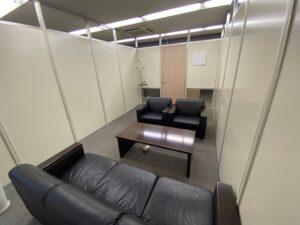 【居抜き】三田エリア。2~3つの会議室を設ける事ができる内装付きオフィス