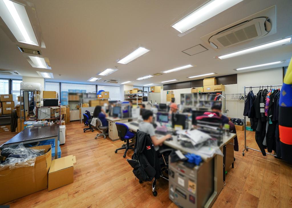 【居抜きオフィス】渋谷、約40坪×2。店舗利用可能な大通り沿いの居抜きオフィス。