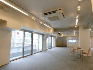 【デザイナーズ】渋谷、50-75坪。バルコニー付きのメゾネットオフィス。