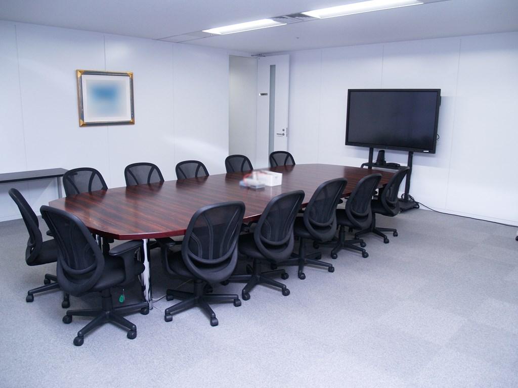 【居抜き】五反田エリア 複数会議室のあるシンプルな居抜きオフィス!