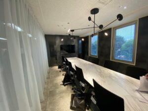 【居抜き】重厚感ある受付・会議室あり。東麻布エリアの造作付きオフィス
