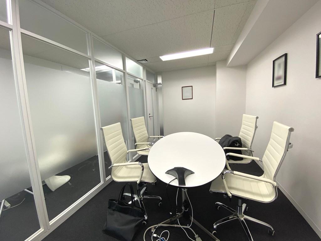 【居抜き】会議室2つ付き!スタイリッシュな居抜きオフィス