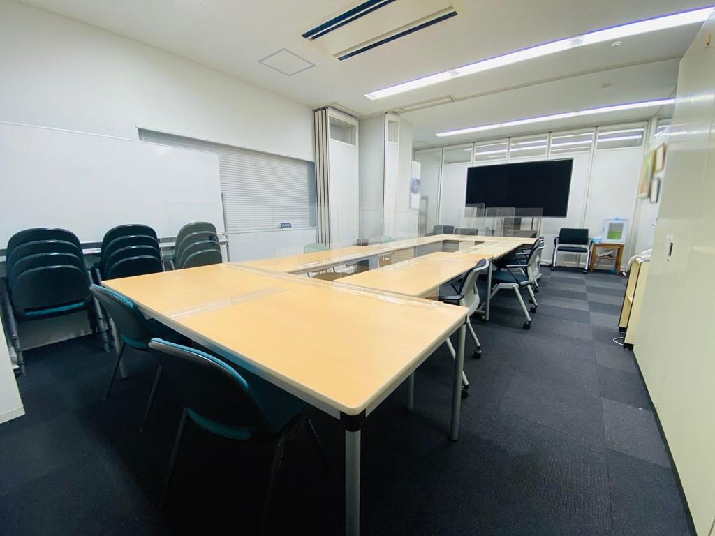 【居抜き】上野エリアにある会議室多数の造作付きオフィス
