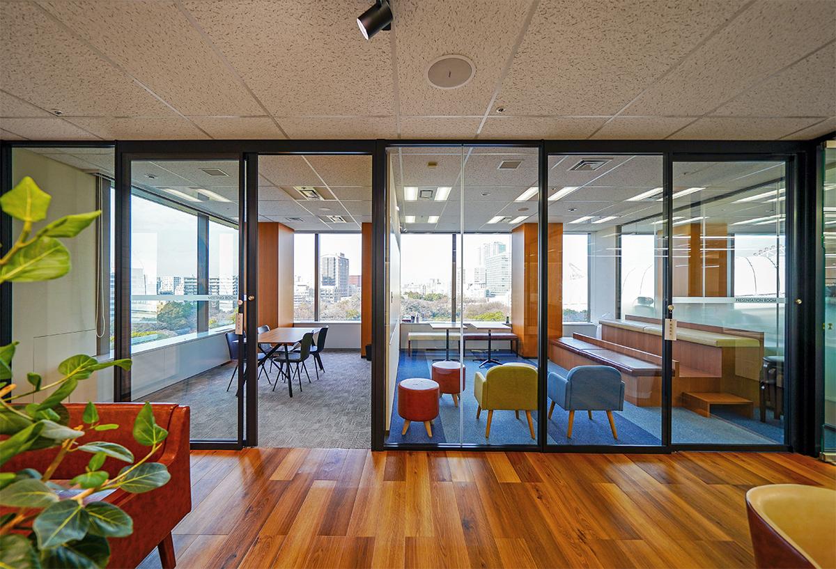 【居抜き】文京区エリア 大きな光に包まれるデザインオフィス