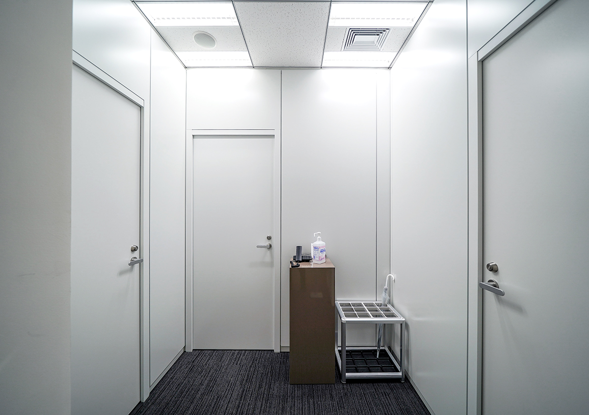【居抜き】虎ノ門エリア。使い勝手の良い会議室2つ付きオフィス