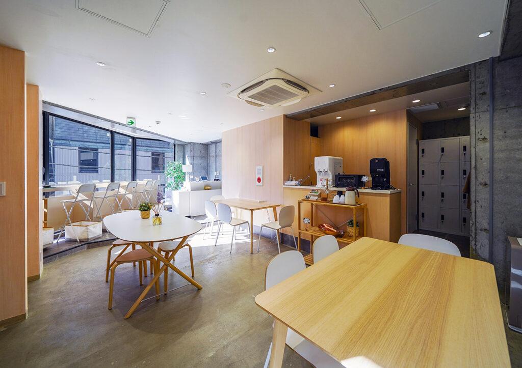 【居抜き】六本木エリア、ラグジュアリーな家具付きオフィス。