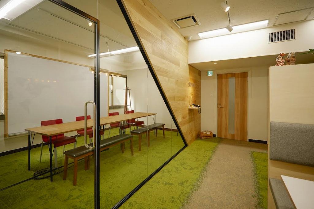 【居抜き】千代田区好立地! 光に包まれた明るいオフィス