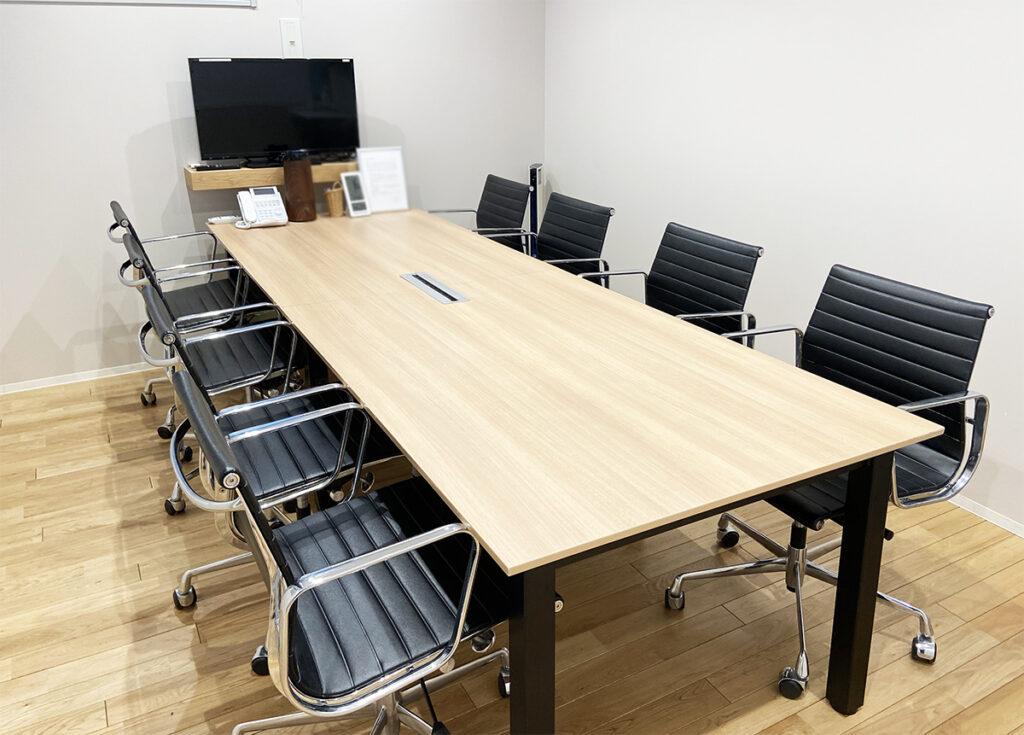 【居抜き】神田エリア、商談に応じて会議室を使い分ける。
