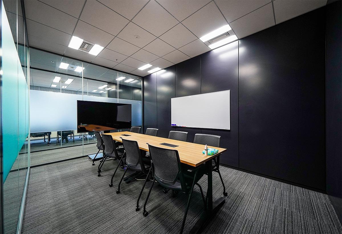 【居抜き】会議室10室以上、大型セミナー室完備!海を眺める湾岸エリア、超大型居抜き物件