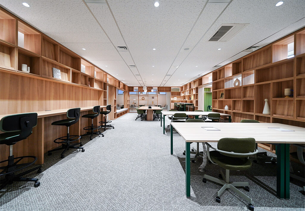 【セットアップ】飯田橋エリア。まるでオシャレなカフェ風書店!フレキシブルな内装付きオフィス