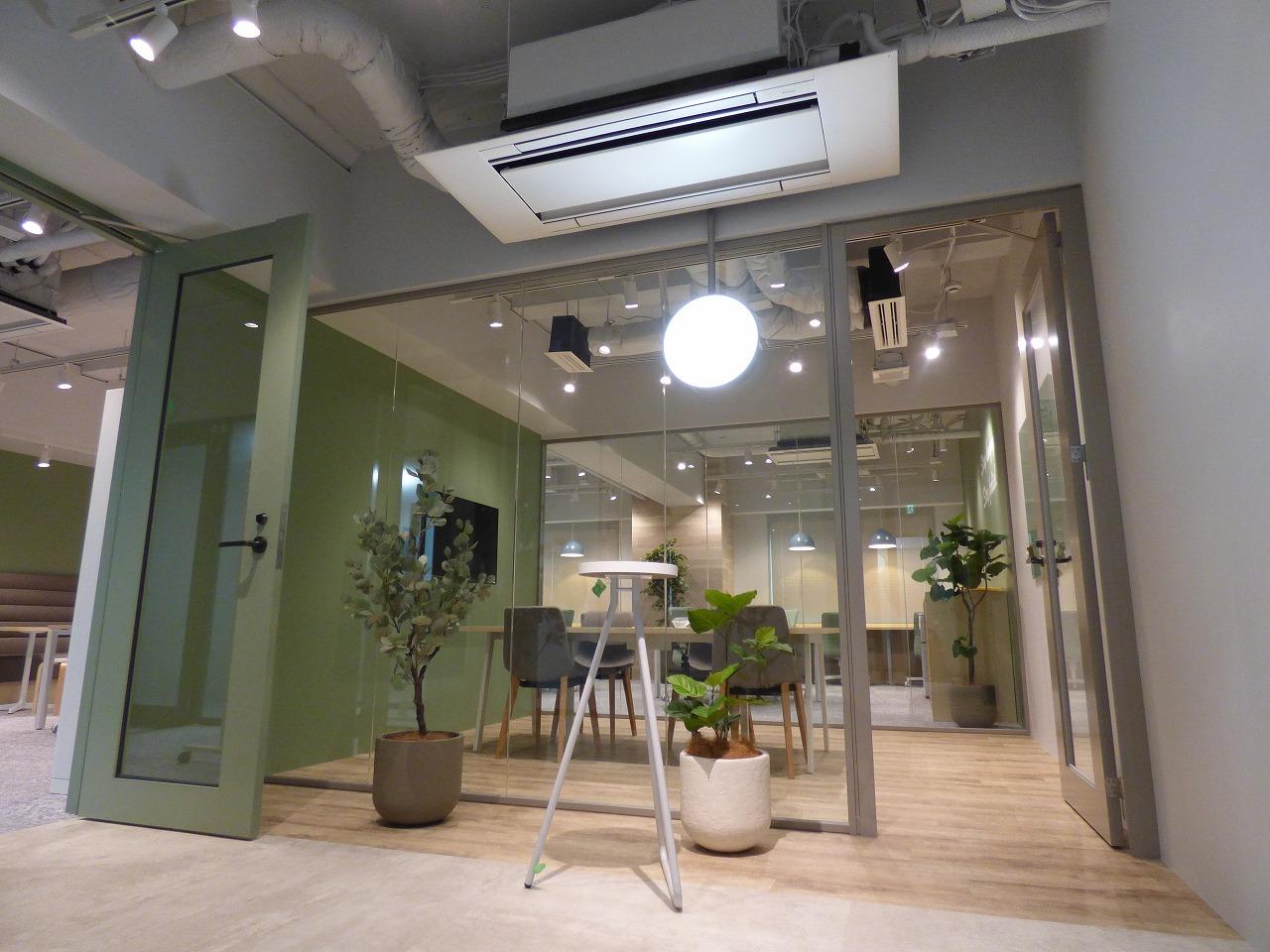 【セットアップ】カフェのような温かみのあるセットアップオフィス