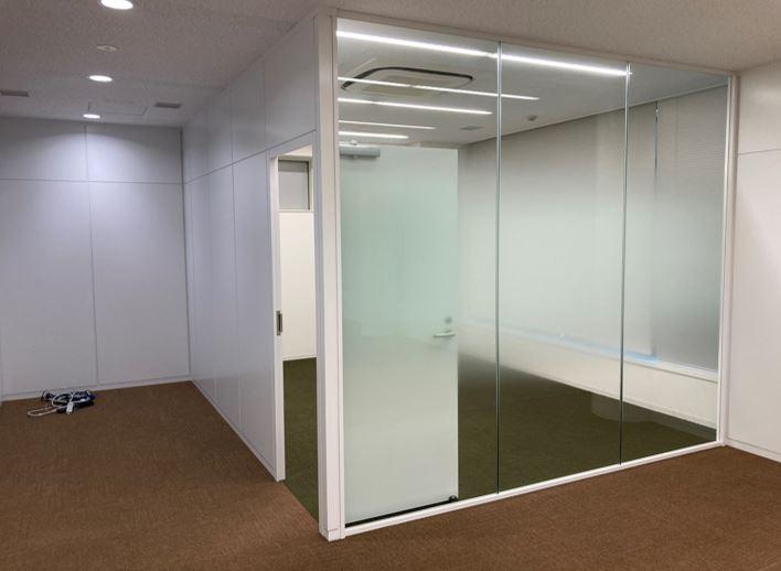 【居抜き】港区 新橋駅 40坪居抜き、5駅複数路線利用可能な好立地オフィス