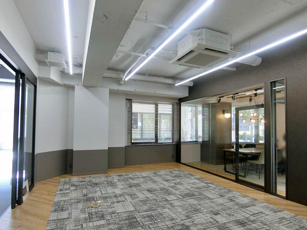【セットアップ】 コンパクトな内装付きオフィス