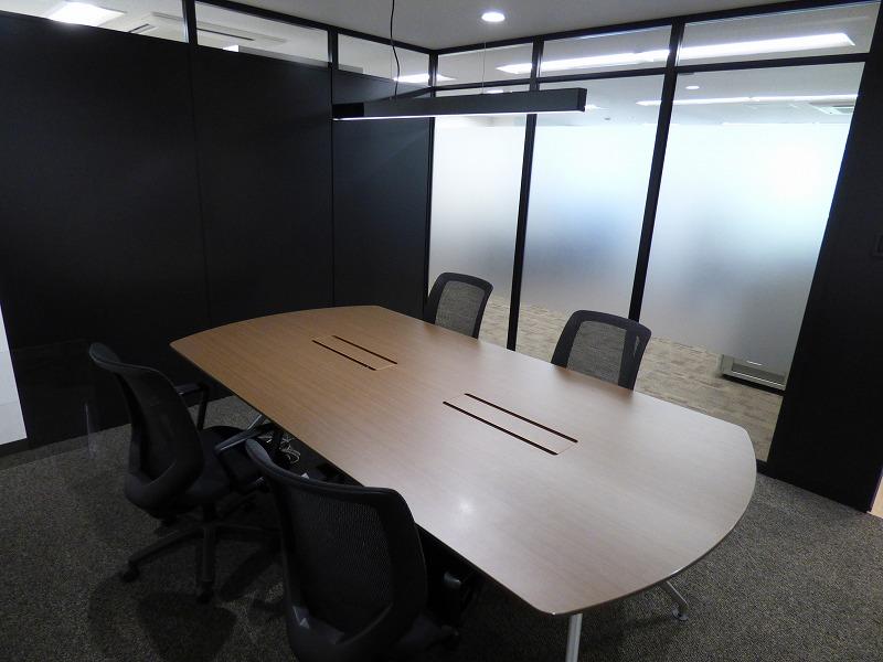 【居抜き】本町エリア、約30坪。会議室付きのスタンダードな居抜きオフィス!