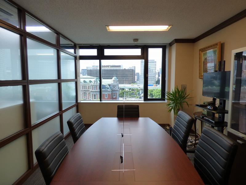 【居抜き】淀屋橋エリア、約30坪。リバービューの会議室付きオフィス!