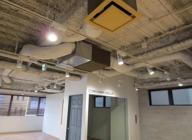 【デザイナーズ】新宿エリア、好立地の木目を基調としたデザインオフィス