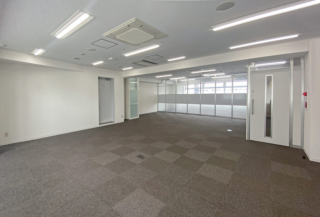 【居抜き】可動式パーテーション付きのフレキシブルオフィス