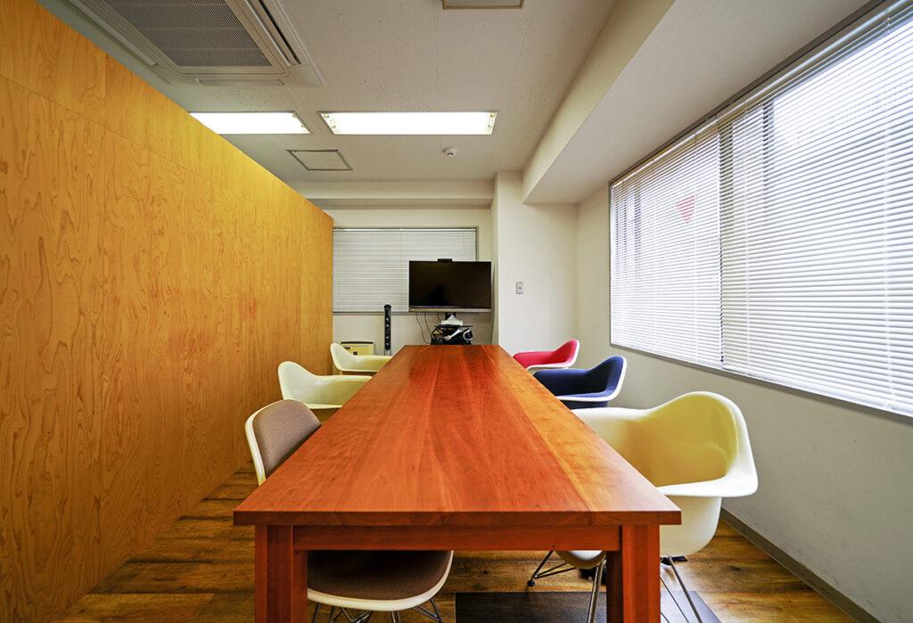 【居抜き】神田エリア 木(もく)を取り入れたほっこりするオフィス