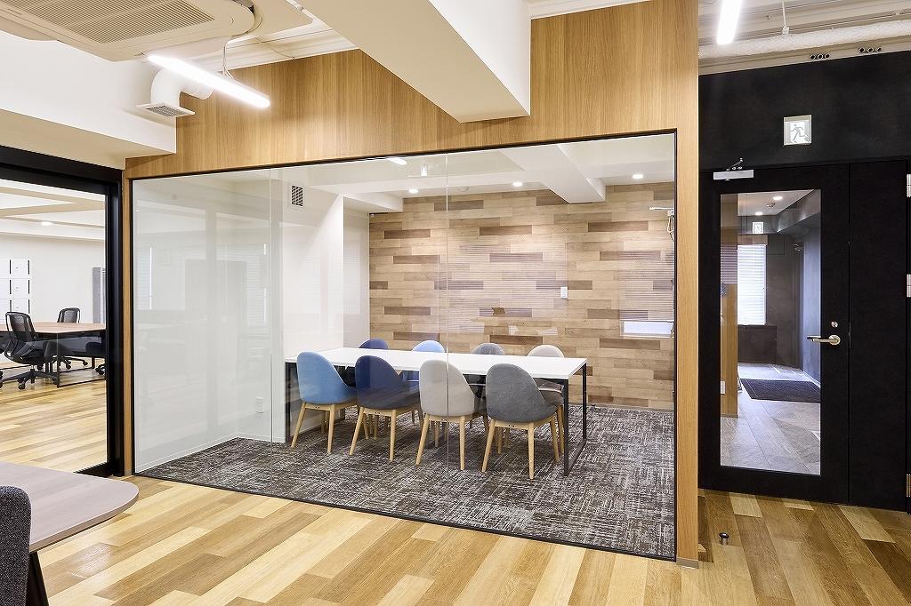 【セットアップ】中央区エリア、敷金なし!会議室付きオシャレなデザイナーズオフィス