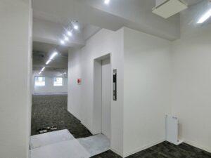 【デザイナーズ】渋谷エリア 50坪台の天井スケルトンオフィス