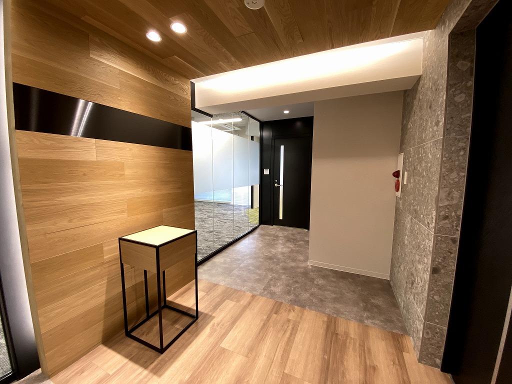 【家具無しセットアップ】会議室付き!お洒落なエントランスと室内で内装工事不要!