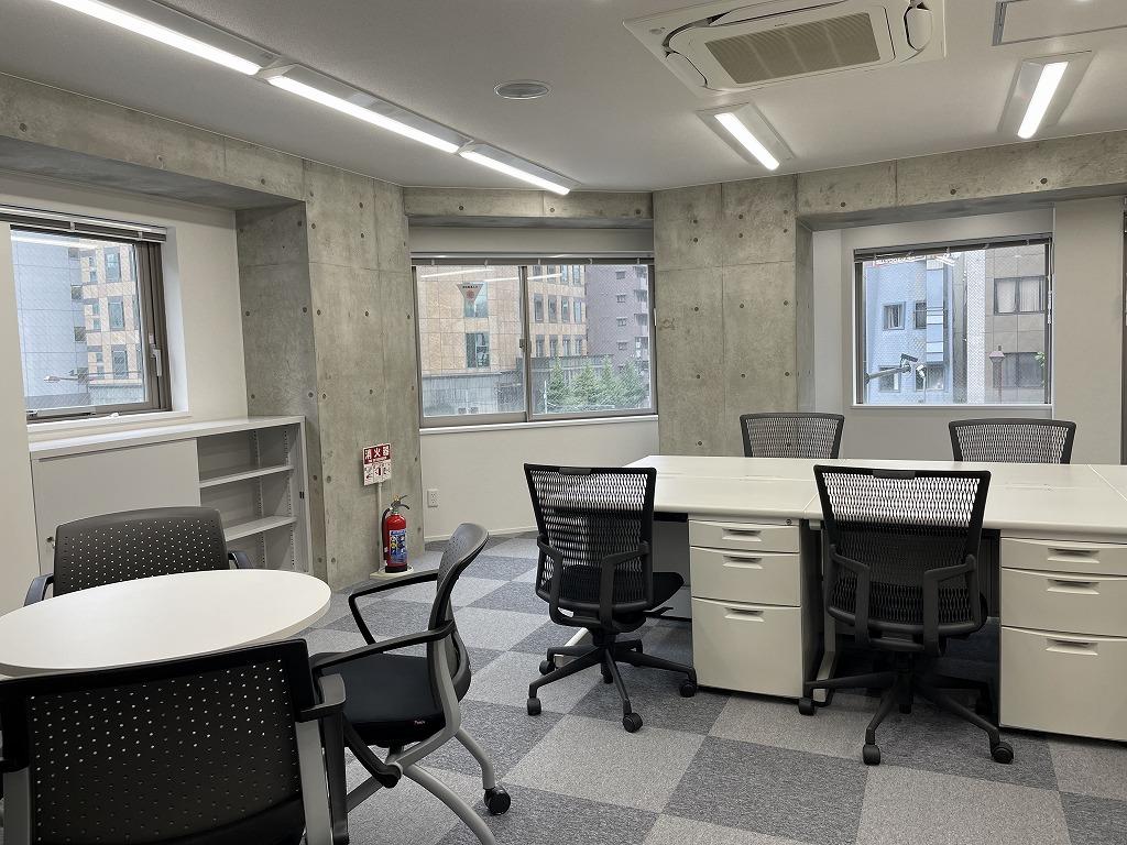 【セットアップ】複数路線利用可能!モダンな家具付きオフィス!